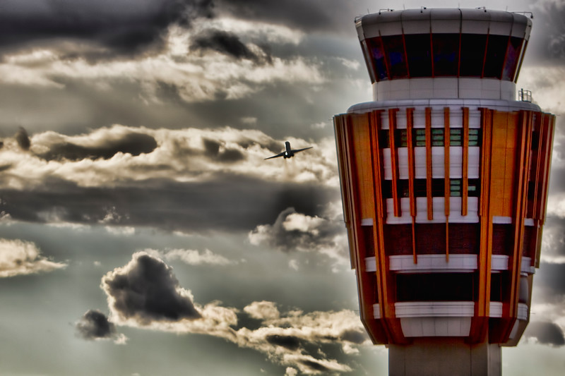 PHX Tower & American MD-90