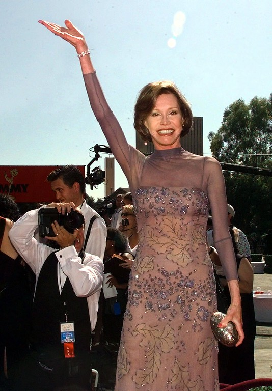 . Veteran television actress Mary Tyler Moore arrives at the 50th Annual Primetime Emmy Awards at the Shrine Auditorium in Los Angeles, Sunday, Sept. 13, 1998. (AP Photo/Mark J. Terrill)