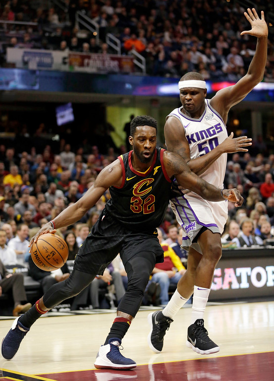 . Cleveland Cavaliers\' Jeff Green (32) drives against Sacramento Kings\' Zach Randolph (50) in the first half of an NBA basketball game, Wednesday, Dec. 6, 2017, in Cleveland. (AP Photo/Tony Dejak)