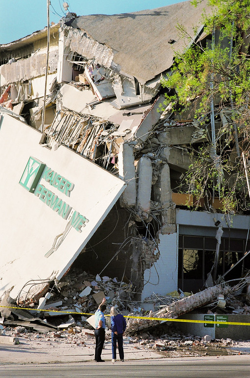 . The Kaiser Permanente medical offices in Granada Hills were destroyed in the 1994 Northridge Quake. This is on Balboa Boulevard north of Devonshire Street. (Photo by Michael Owen Baker/L.A. Daily News)