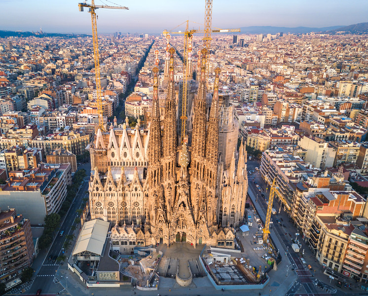 Sagrada-La-Familia-air.jpg
