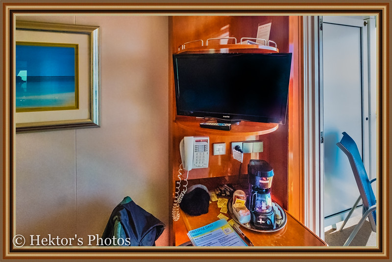 Stateroom 10024-5.jpg