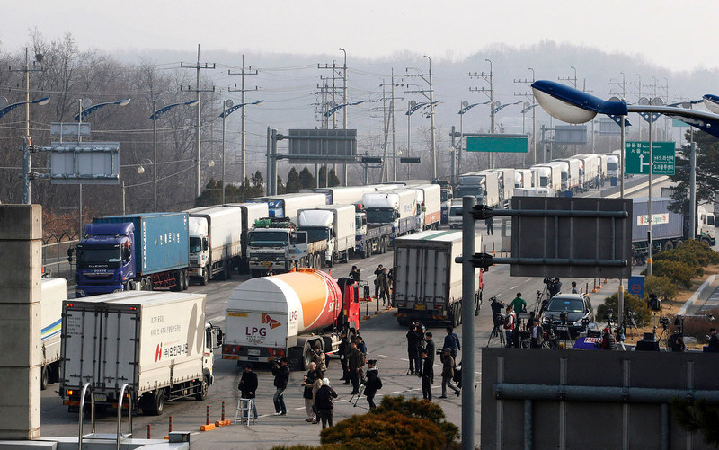 . South Korean trucks turn back their way as they were refused to enter North Korea\'s city of Kaesong, at the customs, immigration and quarantine office in Paju, South Korea, near the border village of Panmunjom, Thursday, April 4, 2013. North Korean border authorities refused to allow entry to South Koreans who manage jointly run factories in Kaesong. (AP Photo/Ahn Young-joon)