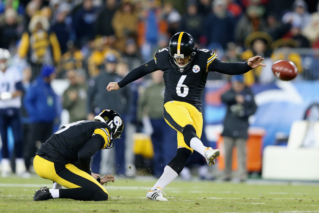 . NASHVILLE, TN - NOVEMBER 17:  Shaun Suisham #6 of the Pittsburgh Steelers kicks a field goal against the Tennessee Titans in the first quarter of the game at LP Field on November 17, 2014 in Nashville, Tennessee.  (Photo by Andy Lyons/Getty Images)