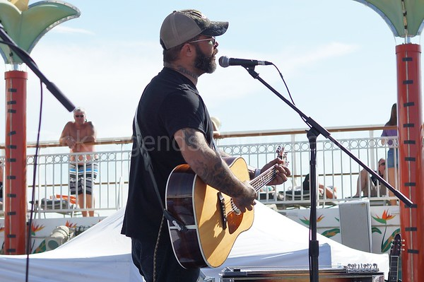 AARON LEWIS CONCERT PHOTOS SIMPLE MAN CRUISE