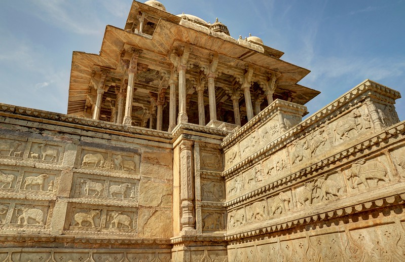 It was constructed in 1683 by the Maharaja of Bundi, Rao Raja Anirudh, as a memorial to his brother, Deva