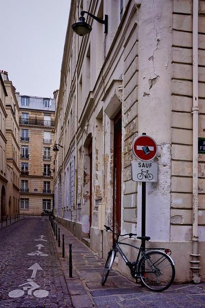 Paris bicycle signs 01126.jpg