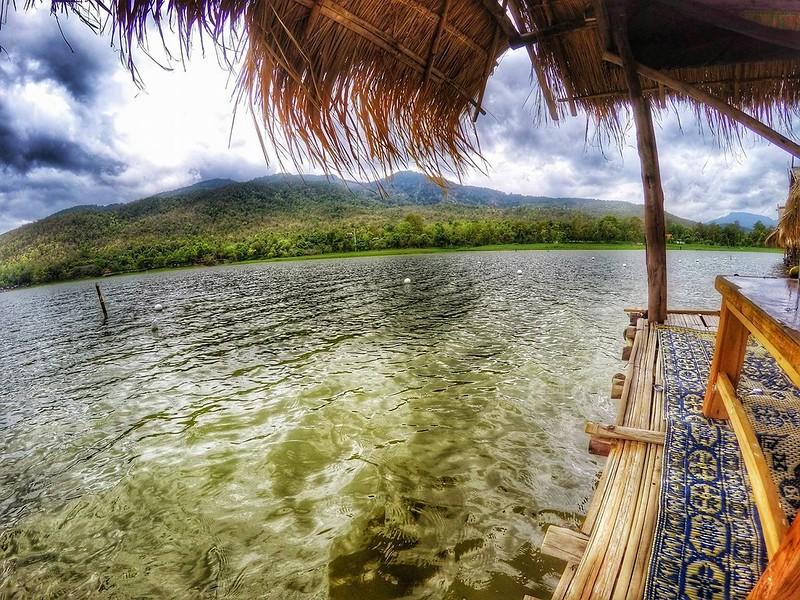Hua Tung Tao Lake Hut.jpg