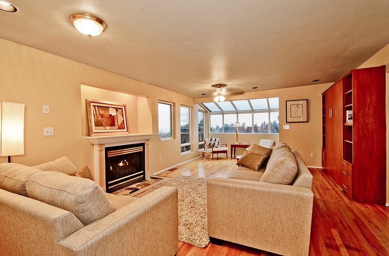 living room top flr.jpg