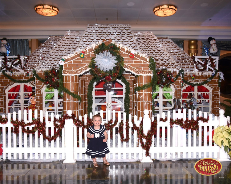 403-124303041-F Gingerbread House 3 MS-49722_GPR.jpg