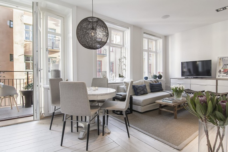 Small-Flat-in-Stockholm-Round-Dining-Table.jpg