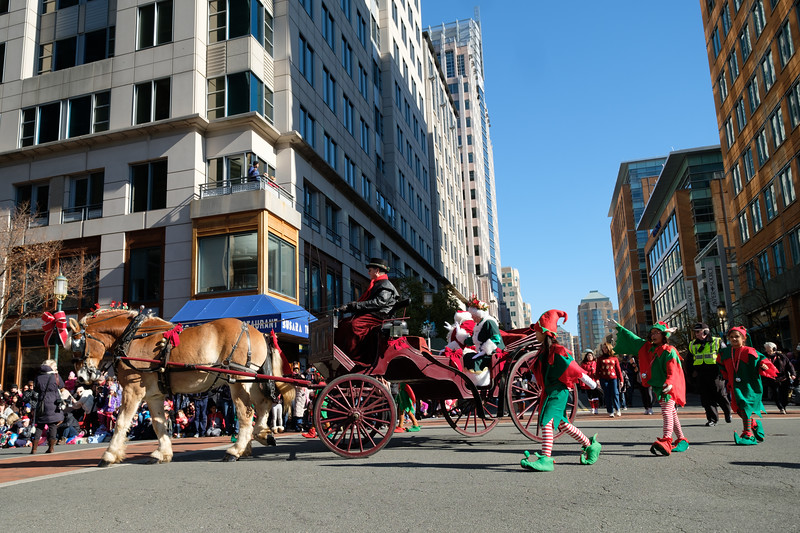 CG068 Reston Holiday Parade.JPG