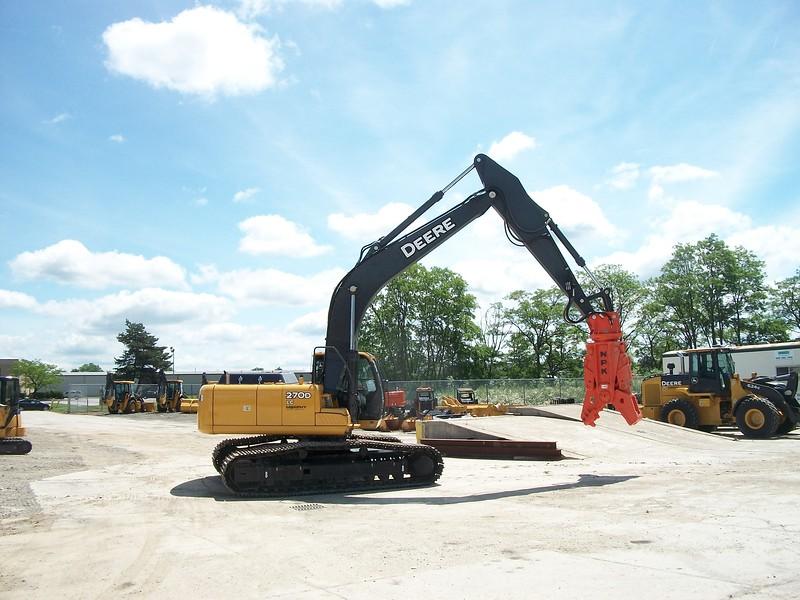 NPK M28G concrete pulverizer on Deere excavator (4).jpg