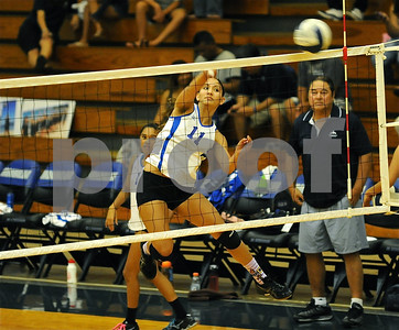 "09-28-10 Moanalua Varsity ""vs McKinley Tigers (25-18 27-26)"