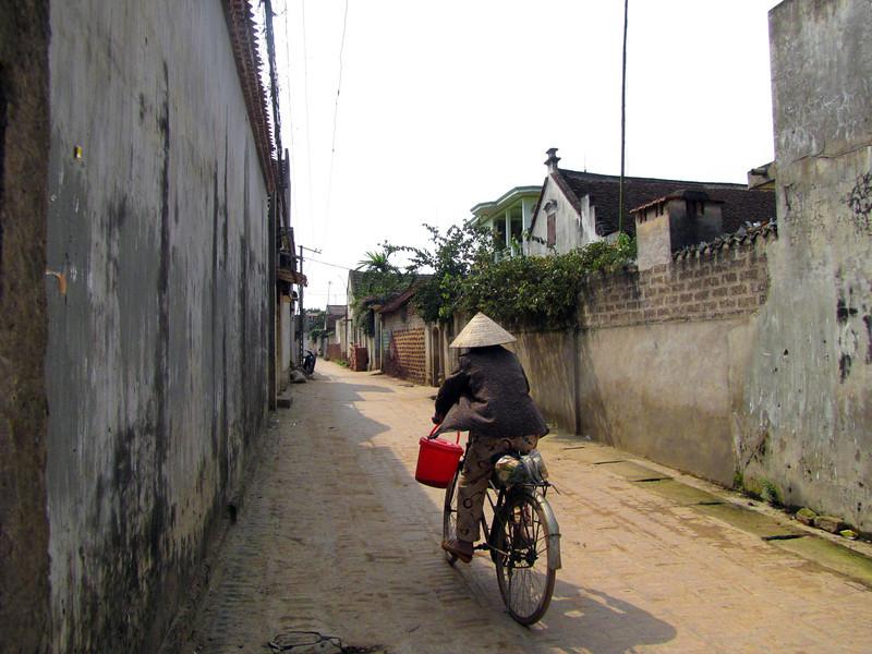 18-A street in Duong Lam Village