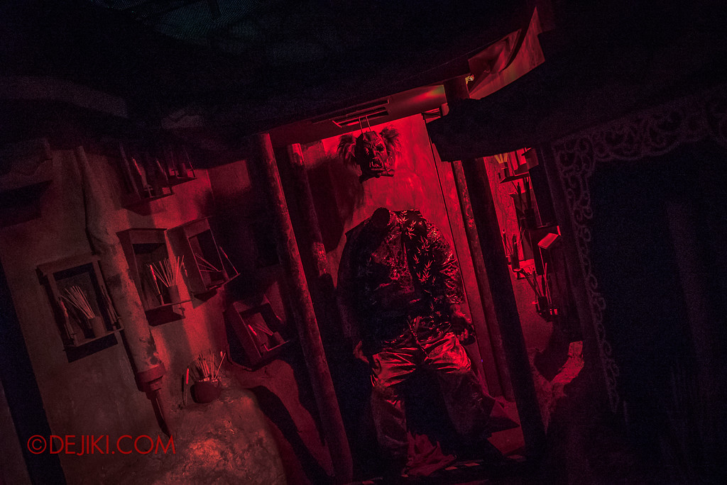 USS HHN8 Pagoda of Peril haunted house – Headless Demon