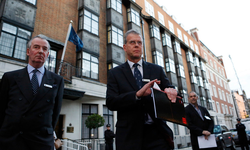 . John Lofthouse, chief executive of the King Edward VII Hospital, gives a statement to the media about the death of the nurse Jacintha Saldanha near the hospital in central London on December 7, 2012. A female nurse who took a prank call at the London hospital that treated Prince William\'s pregnant wife Kate for morning sickness has been found dead, the hospital said on Friday.  REUTERS/Olivia Harris