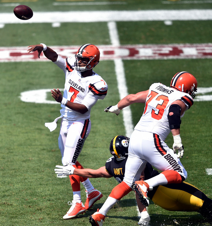 . Cleveland Browns quarterback DeShone Kizer passes during the first half of an NFL football game against the Pittsburgh Steelers, Sunday, Sept. 10, 2017, in Cleveland. (AP Photo/David Richard)