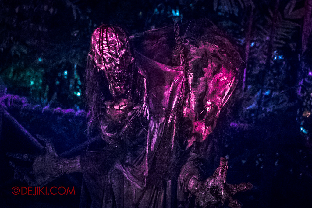 Halloween Horror Nights 6 - Suicide Forest scare zone / Night terror 2