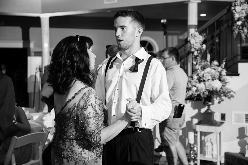 1177_Josh+Lindsey_WeddingBW.jpg