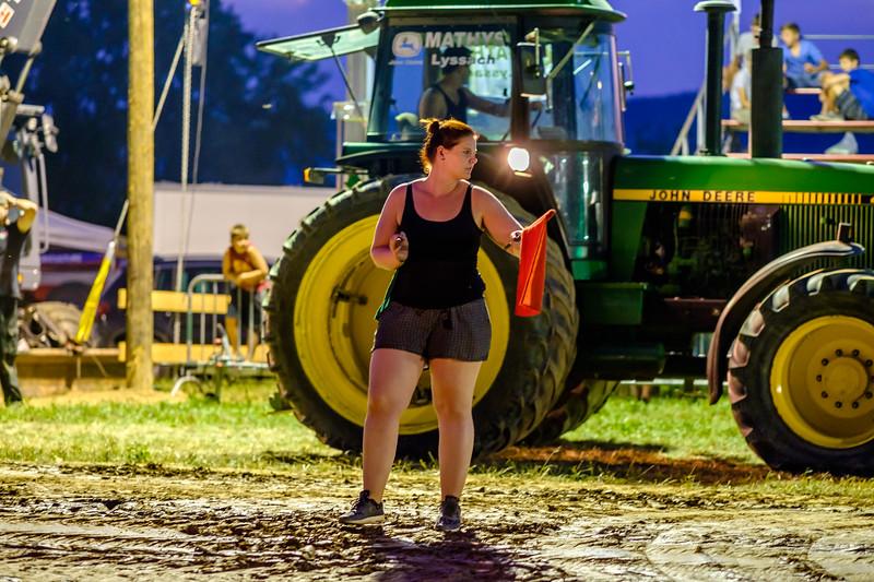 Tractor Pulling 2015-2104.jpg