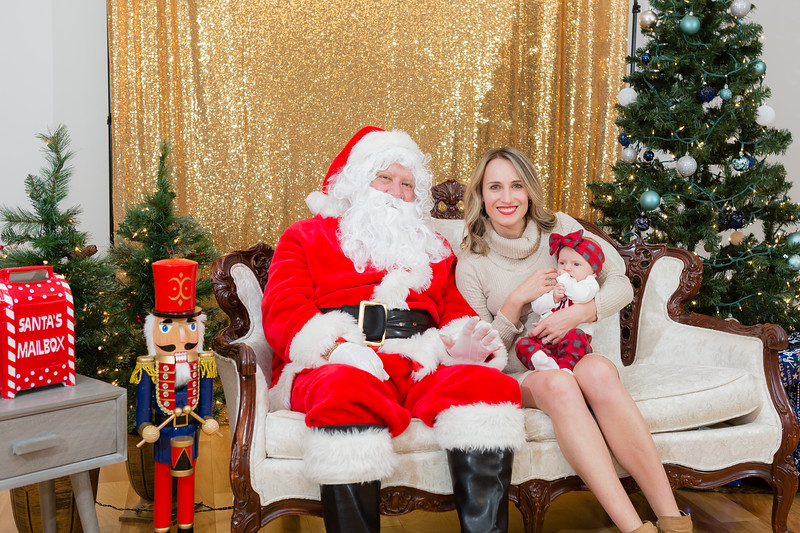 FADS Picture with Santa-307.jpg