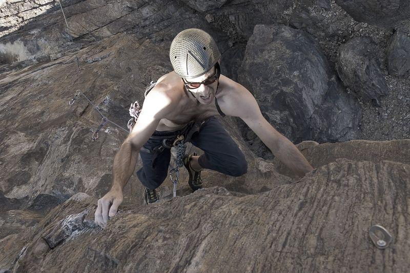 04_10_31 climbing New Jack City NIKON D70 0058.jpg