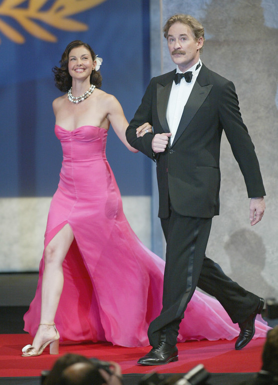 . American actors Kevin Kline and Ashley Judd arrive to present the Grand Prix du jury award during the award ceremony of the 57th International Film Festival in Cannes, southern France, Saturday, May 22, 2004.  (AP Photo/Laurent Rebours)