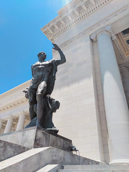 el capitolio statues.jpg