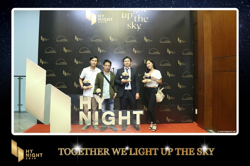 Buzz-Comm-Year-End-Party-instant-print-photo-booth-at-New-World-Saigon-Chup-hinh-lay-lien-Tat-nien-WefieBox-Photobooth-Vietnam-027.jpg