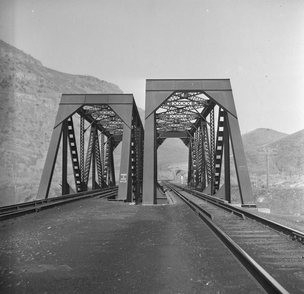 UP_Bridge-964_near-Morgan_Emil-Albrecht-photo.jpg