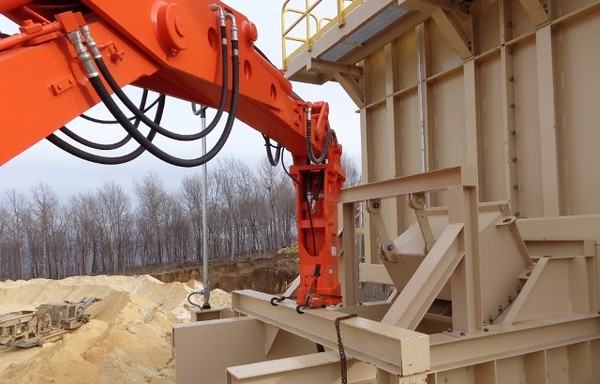 NPK B500 pedestal boom system with PH4 hydraulic hammer-breaking bridged rock in quarry (1).JPG