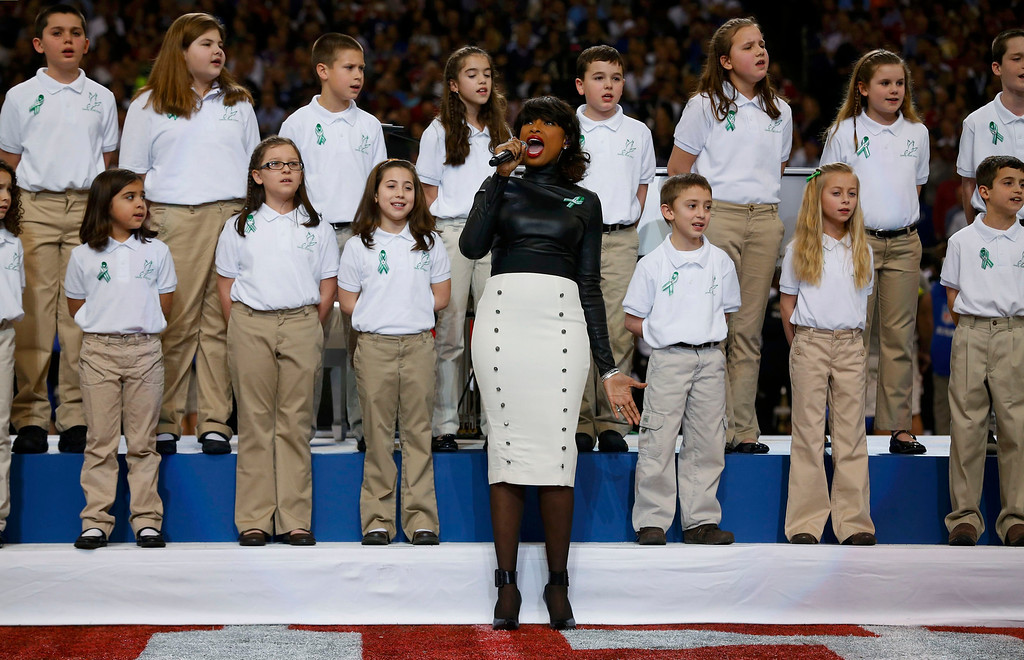 """. Singer Jennifer Hudson performs \""""America the Beautiful\"""" with The Sandy Hook Elementary School Choir, from Newtown, Connecticut, prior to the NFL Super Bowl XLVII football game between the San Francisco 49ers and Baltimore Ravens in New Orleans, Louisiana, February 3, 2013.    REUTERS/Jeff Haynes"""