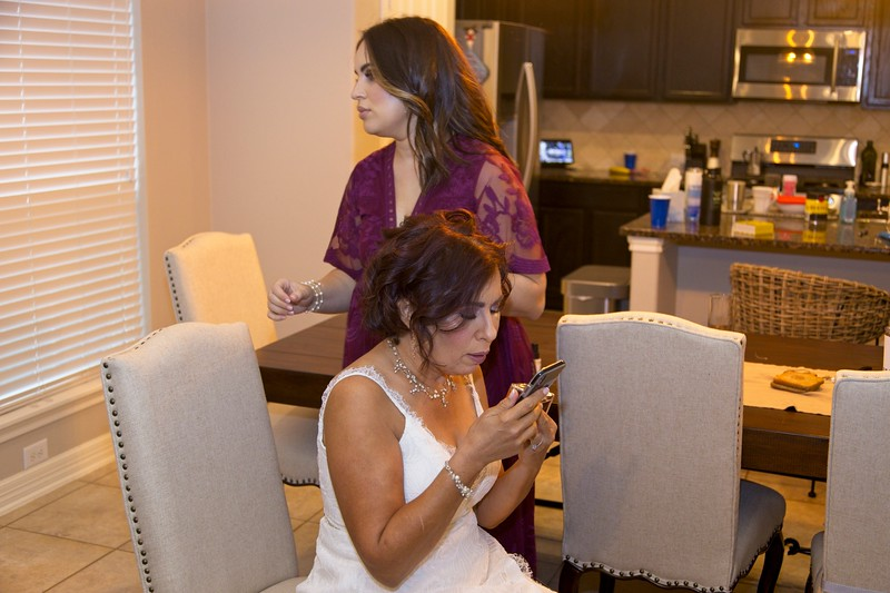 112020_Wedding-180602-GettingReady-0084.jpg