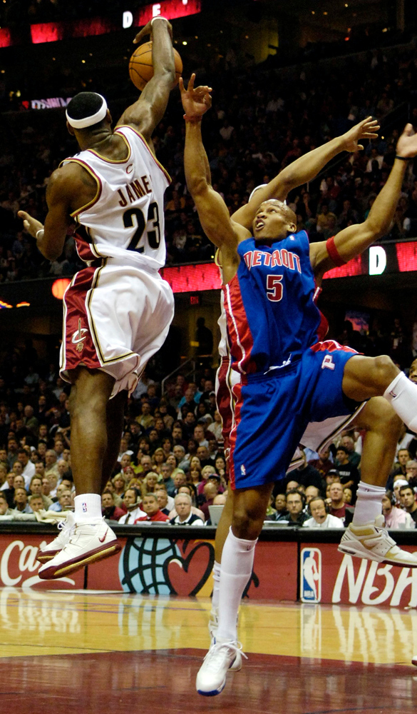 . Ken Blaze/KBlaze@News-Herald.com Cleveland\'s LeBron James blocks the shot of Detroit\'s Maurice Evans Saturday athe Q.