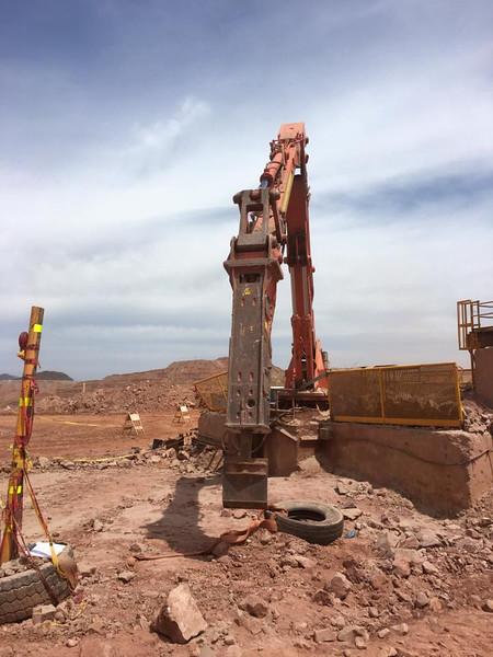 NPK B7500 pedestal boom system with GH series hydraulic hammer (2).jpg