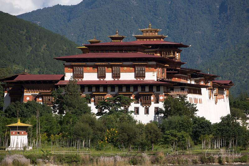 punakha-dzong_chorten-nebu_20120917_8158.jpg