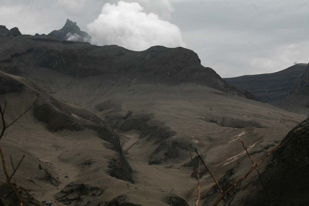 . White fume is seen from a crater of Mount Kelud in Kediri,  East Java, Indonesia , Monday, Feb. 17, 2014.   (AP Photo/Trisnadi)