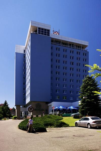 Hotel Flora, třetí budova akce