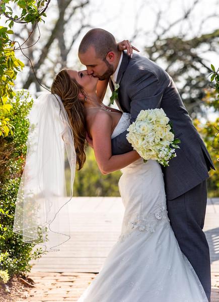 Allison and Marcos kiss_V0A4784-Edit.jpg