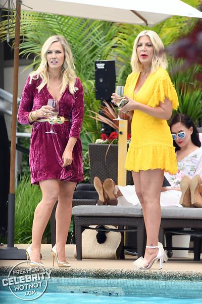 Tori Spelling & Jennie Garth Back Filming Beverly Hills 90210 29 Years On!