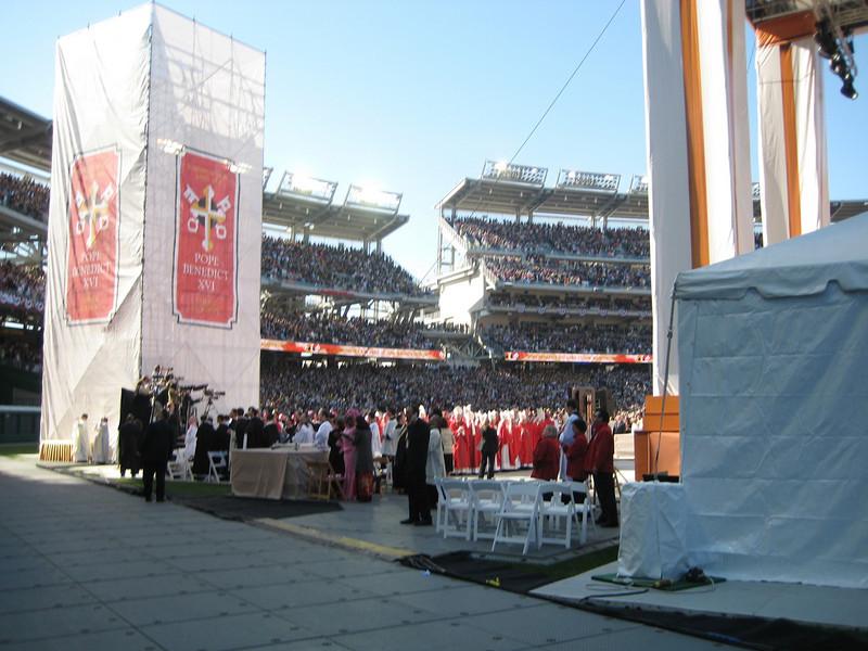 Pope Mass Nats Stadium 4-17-08 051.jpg