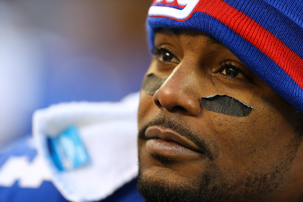 Description of . Ahmad Bradshaw #44 of the New York Giants looks on during his game against the Philadelphia Eagles at MetLife Stadium on December 30, 2012 in East Rutherford, New Jersey.  (Photo by Al Bello/Getty Images)