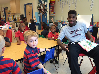 2014 Timberview basketball players read to PreK