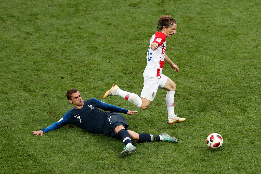 . France\'s Antoine Griezmann, left, and Croatia\'s Luka Modric challenge for the ball during the final match between France and Croatia at the 2018 soccer World Cup in the Luzhniki Stadium in Moscow, Russia, Sunday, July 15, 2018. (AP Photo/Rebecca Blackwell)