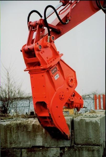 NPK U21J concrete pulverizer on Link-Belt excavator (27).JPG