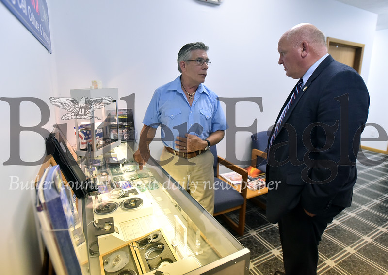 92565 Congressman Glenn Thompson visits Dan Focht owner of  Bioptechs in Summit Twp