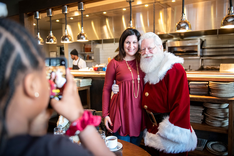 Avalon_BreakfastWithSanta_2019_9578.jpg