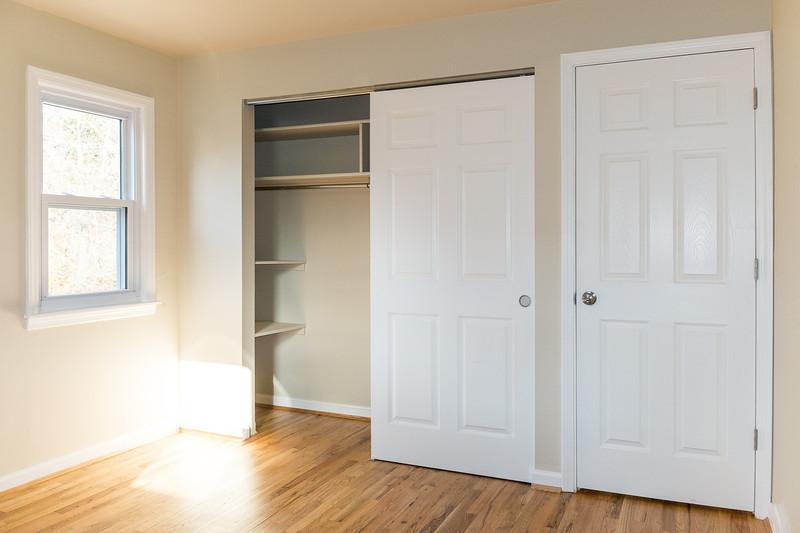 shady-fuji-upstairs-bedroom1-0563.jpg