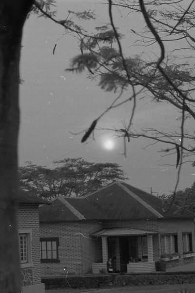 Casa Dundo e sol.jpg